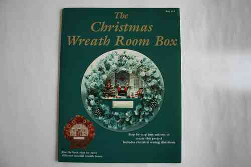 CHRISTMAS WREATH ROOM BOX